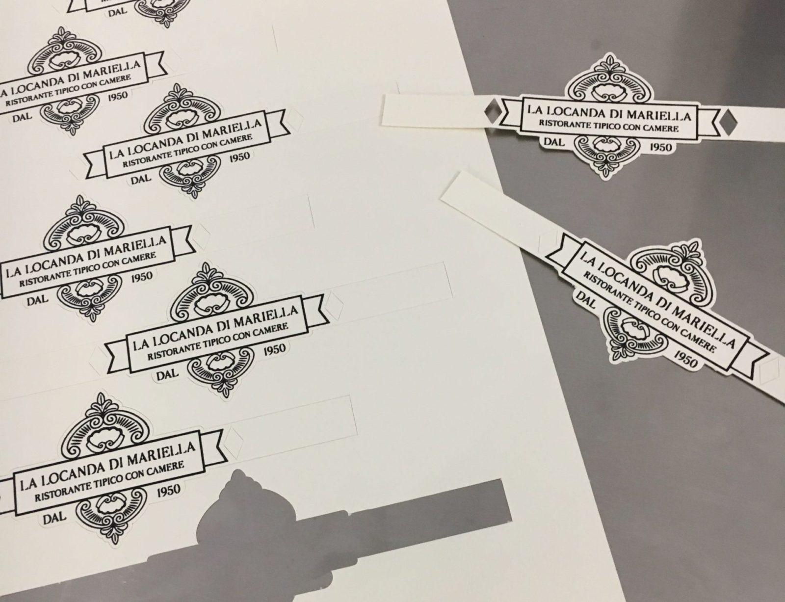 Etichette cartellini sagomati